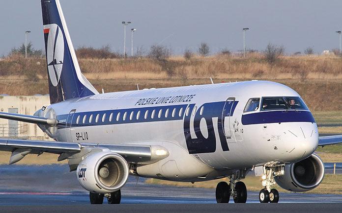 LOT Embraer 175. Travel AdverMAN